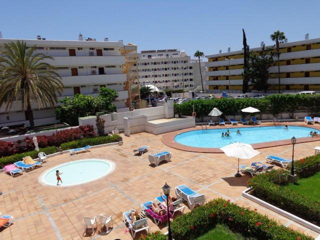 South facing spacious 2 Bed Apartment in well maintained complex, Adult and Child pools, 5 mins from Beach/Yumbo Centre